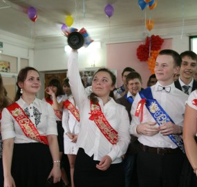 www.kadr32.ru Сергей Горбачук фото в школе последний звонок (29)