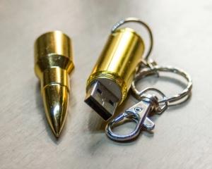 дорогие-подарки-ножи-пепельницы-зажигалки-пистолеты-автоматы-оружие-вещи-101