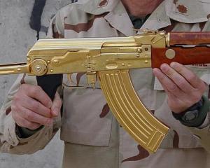 дорогие-подарки-ножи-пепельницы-зажигалки-пистолеты-автоматы-оружие-вещи-107
