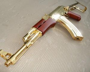 дорогие-подарки-ножи-пепельницы-зажигалки-пистолеты-автоматы-оружие-вещи-121