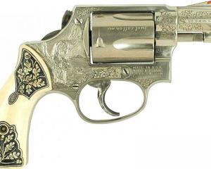 дорогие-подарки-ножи-пепельницы-зажигалки-пистолеты-автоматы-оружие-вещи-123
