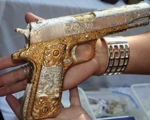 дорогие-подарки-ножи-пепельницы-зажигалки-пистолеты-автоматы-оружие-вещи-132