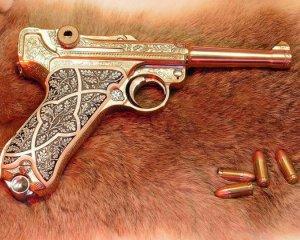дорогие-подарки-ножи-пепельницы-зажигалки-пистолеты-автоматы-оружие-вещи-134