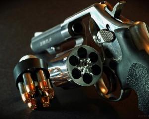 дорогие-подарки-ножи-пепельницы-зажигалки-пистолеты-автоматы-оружие-вещи-135