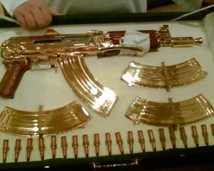 дорогие-подарки-ножи-пепельницы-зажигалки-пистолеты-автоматы-оружие-вещи-141