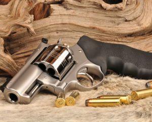 дорогие-подарки-ножи-пепельницы-зажигалки-пистолеты-автоматы-оружие-вещи-146
