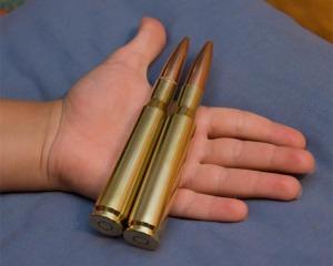 дорогие-подарки-ножи-пепельницы-зажигалки-пистолеты-автоматы-оружие-вещи-151