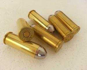 дорогие-подарки-ножи-пепельницы-зажигалки-пистолеты-автоматы-оружие-вещи-154