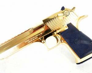 дорогие-подарки-ножи-пепельницы-зажигалки-пистолеты-автоматы-оружие-вещи-159