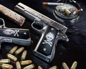 дорогие-подарки-ножи-пепельницы-зажигалки-пистолеты-автоматы-оружие-вещи-160