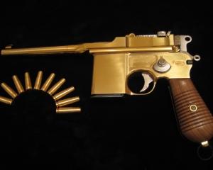дорогие-подарки-ножи-пепельницы-зажигалки-пистолеты-автоматы-оружие-вещи-161