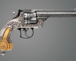 дорогие-подарки-ножи-пепельницы-зажигалки-пистолеты-автоматы-оружие-вещи-163