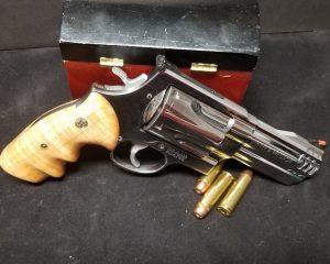 дорогие-подарки-ножи-пепельницы-зажигалки-пистолеты-автоматы-оружие-вещи-164