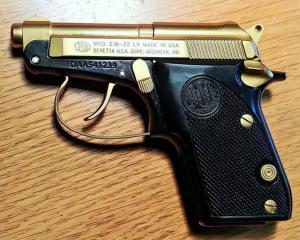 дорогие-подарки-ножи-пепельницы-зажигалки-пистолеты-автоматы-оружие-вещи-166