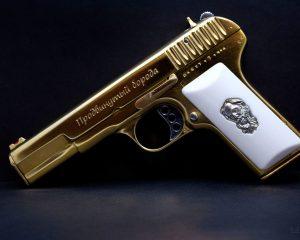 дорогие-подарки-ножи-пепельницы-зажигалки-пистолеты-автоматы-оружие-вещи-167