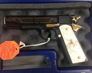 дорогие-подарки-ножи-пепельницы-зажигалки-пистолеты-автоматы-оружие-вещи-56